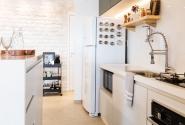 Vista interna da cozinha.