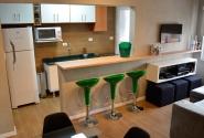 Vista geral da sala/cozinha americana.
